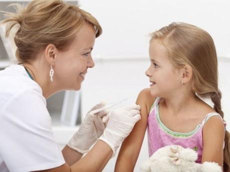 Вакцинация против гриппа необходима детям. посещающим детские учреждения.