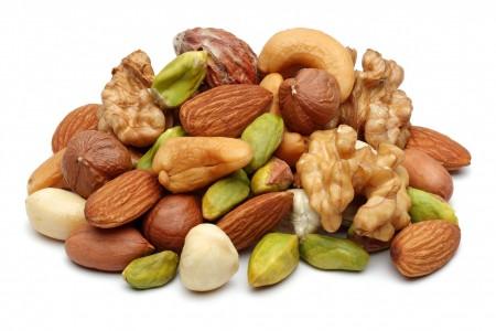 Орехи содержат витамины, микроэлементы, пищевые волокна и жирные кислоты