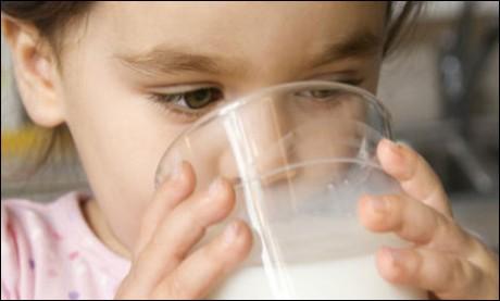 Сколько нужно ребенку молока