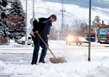 Уборка снега может привести к сердечному приступу.