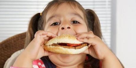 Фастфуд вызывает астму, экзему и сенную лихорадку у детей