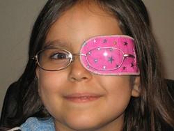 Закрытие здорового глаза непрозрачным экраном