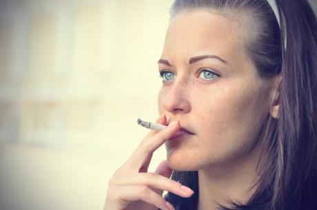 Курение увеличивает риск рака молочной железы
