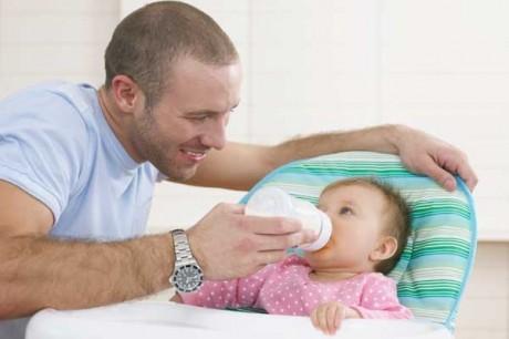 Мужчинам лучше не затягивать с отцовством