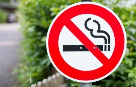Закон о запрете курения должен сократить число случаев преждевременных родов и детской астмы