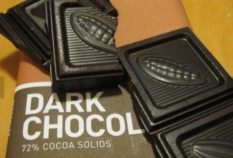 Некоторые бактерии перерабатывают темный шоколад, образуя при этом противовоспалительные соединения, благотворно влияющие на сердце.