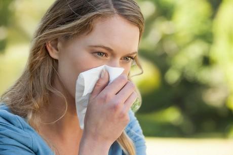 Домашняя уборка поможет устранить аллергены, а следовательно снизит симптомы аллергии.