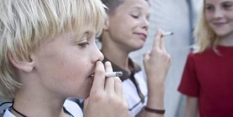 Мужчины начавшие курить до 11 лет, рискуют получить детей, страдающих от ожирения