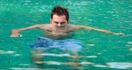 Писать в бассейн опасно для здоровья
