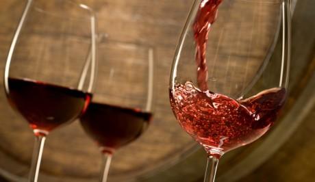 Употребление вина может помочь сохранить здоровье почек, а также снизить риск сердечно-сосудистых заболеваний.