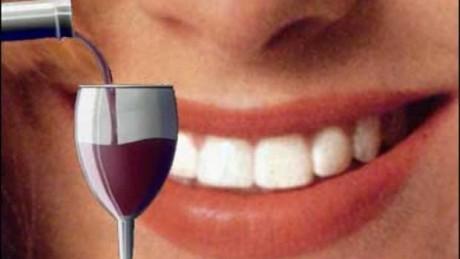Испанские исследователи открыли пользу красного вина для зубов
