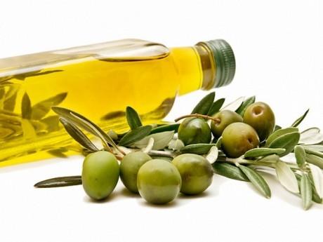 Благотворное влияние средиземноморской диеты на кровяное давление связано с оливковым маслом и зеленью