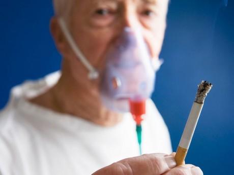Курение приводит к хронической обструктивной болезни легких