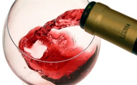 Ученые выявили связь между небольшими дозами алкоголя и зрением в старости