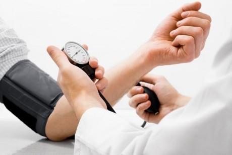 Избыточное, так же как и недостаточное снижение давления у гипертоников приводит к почечной недостаточности и смерти