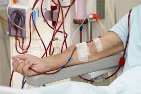 Снижение температуры диализной жидкости на 0.5 градусов ниже температуры тела пациента помогает избежать разрушение белого вещества мозга