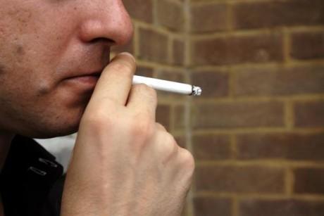 У курильщиков, употребляющих много соли, в два раза выше риск заполучить ревматоидный артрит.