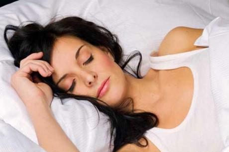 Ночной сон в течение 7-8 часов помогает сократить продолжительность болезней.