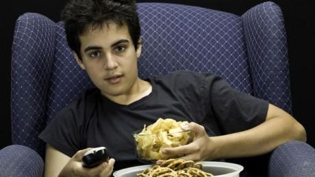 Реклама нездоровой пищи является одним из факторов ожирения в подростковом возрасте