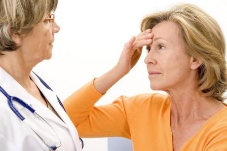 Лечение  менопаузального синдрома проводится эндокринологом и гинекологом.