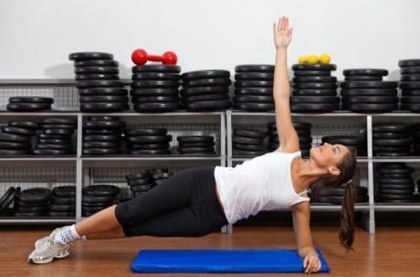 Данное упражнение поможет в борьбе с искривлением позвоночника.