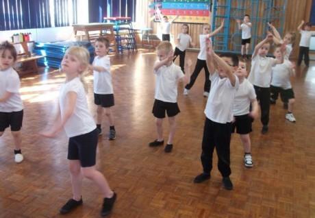 Ученые подготовили короткие физические тренировки для повышения успеваемости в начальной школе