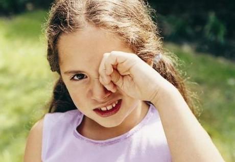 Боль и сухость в глазах могут быть предвестником олигоартритической формы ювенильного ревматоидного артрита