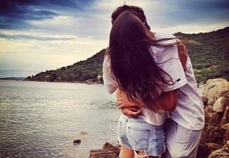 Фактор определенного гена влияет на шанс иметь романтические отношения.