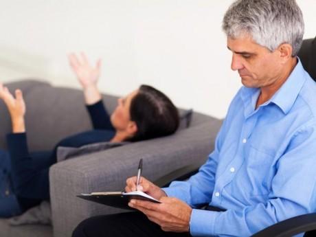 Для диагностики и лечения аффективных расстройств следует обратиться к психиатру
