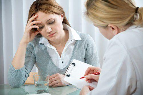 Для эффективного лечения депрессивного расстройства следует обратиться к психиатру