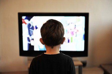 Время просмотра телевизора дошкольниками, сильно влияет на риск развития ожирения