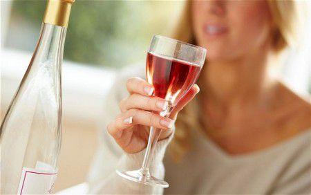 Алкоголь существенно повышает риск развития рака молочной железы у женщин