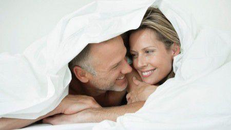 Ученые считают, что секс один раз в неделю несет семейное счастье.