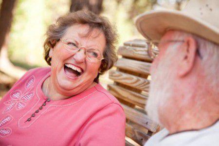 Изменение чувства юмора может быть ранним признаком  лобно-височной деменции или болезни Альцгеймера