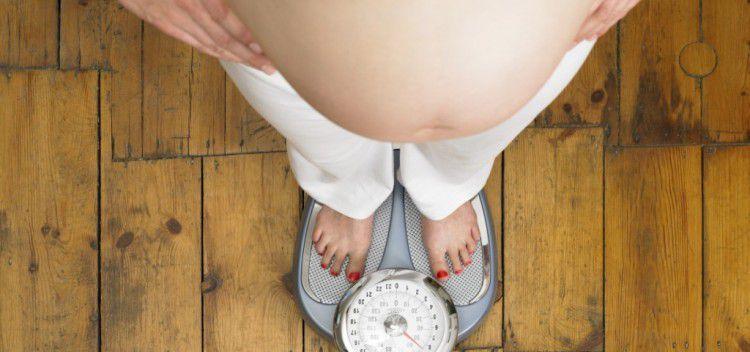 Для снижения риска младенческой смертности следует сбросить лишние килограммы до зачатия