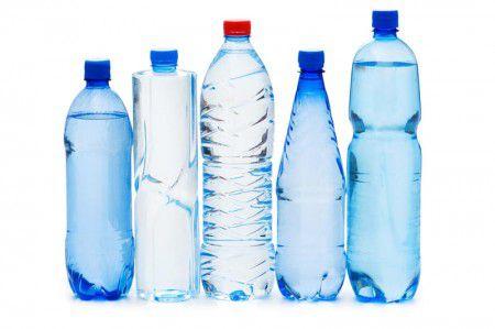 Пить воды из пластиковых бутылок вредно