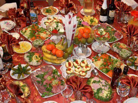 Маленькие порции на большом столе помогут сдержать аппетит