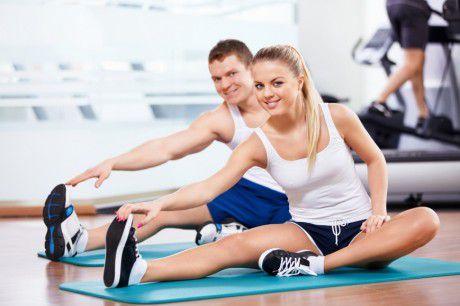 Женщинам нужно питаться перед тренировкой, а мужчинам - после