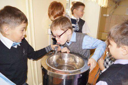 Источник питьевой воды в школе помогает бороться с ожирением