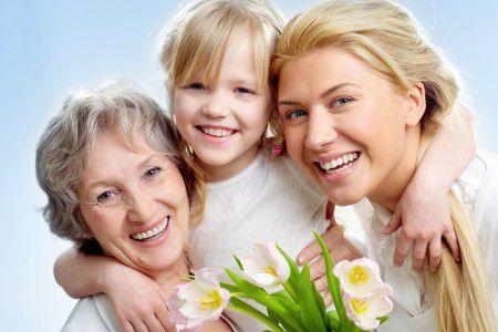 Менопауза позволяет пожилым женщинам ухаживать за внуками