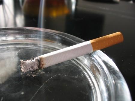 Курение приводит к болям в шее