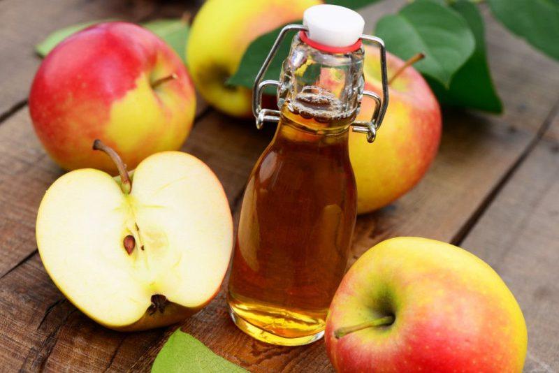 Яблочный уксус также способен отбелить поверхность эмали