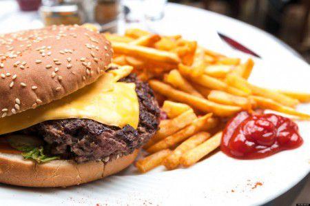 Люди с трудом расстаются с вредной пищей, даже если здоровье под угрозой