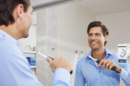 Здоровая улыбка украшает человека и делает общение с ним гораздо приятней